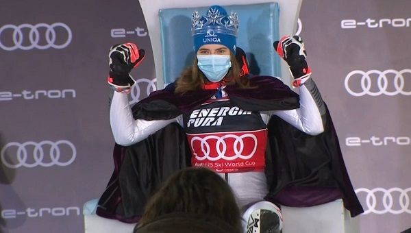 Segundo año consecutivo para Petra Vlhova como 'Reina de la Nieve'.