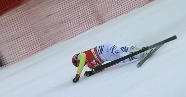 Josef Ferstl se roto un tobillo en la caída y se despide de Mundial y temporada.