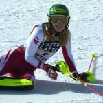 Katharina Liensberger, feliz y exhausta tras ver en el marcador que es la nueva campeona del mundo de slalom.