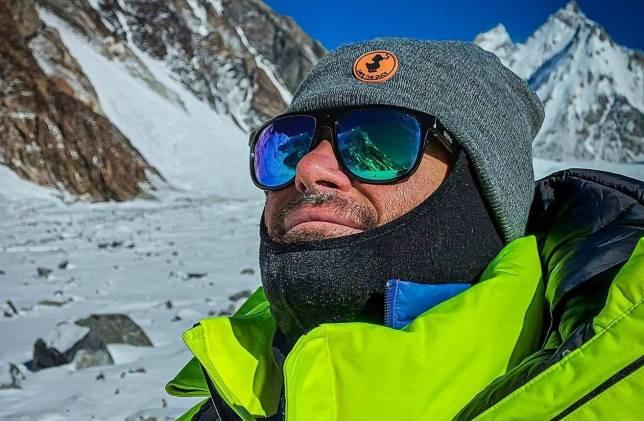 Una imagen del alpinista en el campo base del K2