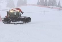 Pese a la intensa nevada la pista estaba en condiciones tras un trabajo intensivo. Pero la niebla se ha instalado para no irse.