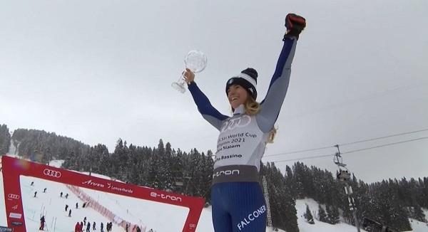 Marta Bassino ha bajado muy descentrada en la segunda manga. Seguramente por el trofeo que le esperaba en la meta.