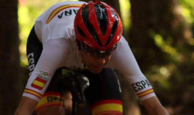 El ciclista de Baza durante la carrera