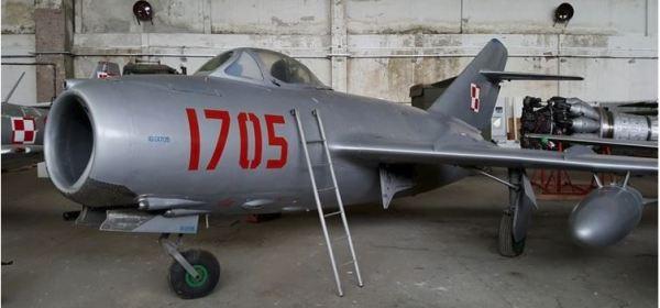 Zabytki w  Rogowie zagrożone. Burmistrz żąda zwrotu hangaru.