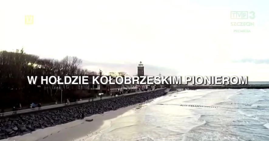 """W hołdzie kołobrzeskim pionierom - reportaż o filmie """"Miasto Spalonych Róż"""" w TVP"""