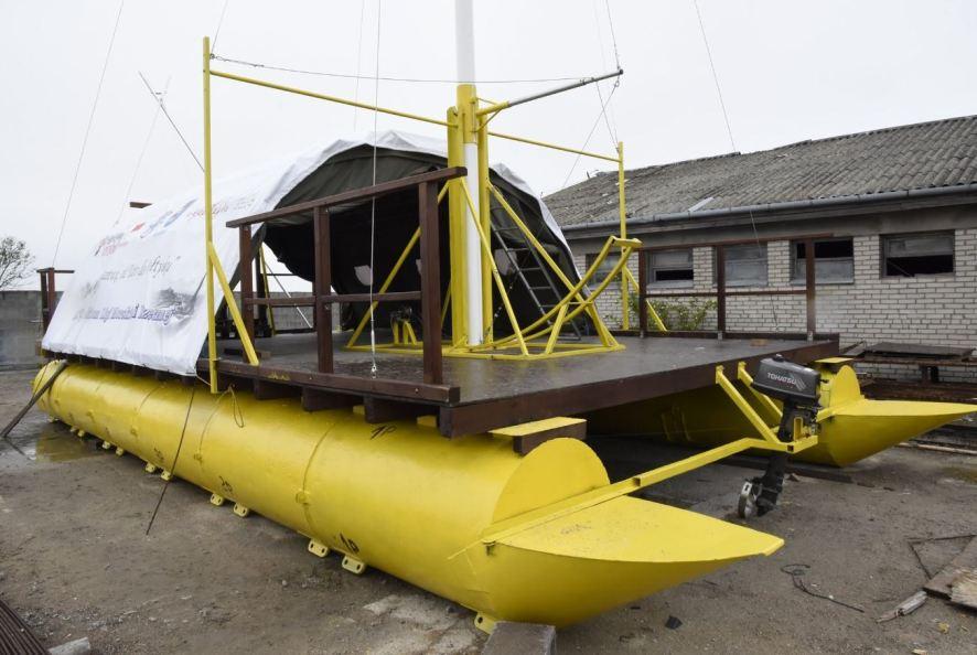 """""""Pielgrzym"""" z Krakowa dopłynie do Kołobrzegu. Liga Morska i Rzeczna organizuje Spływ tą własnoręcznie zrobioną tratwą."""