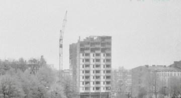 Stary Kołobrzeg z rodzinnych fotografii: wieżowiec przy ul. Waryńskiego