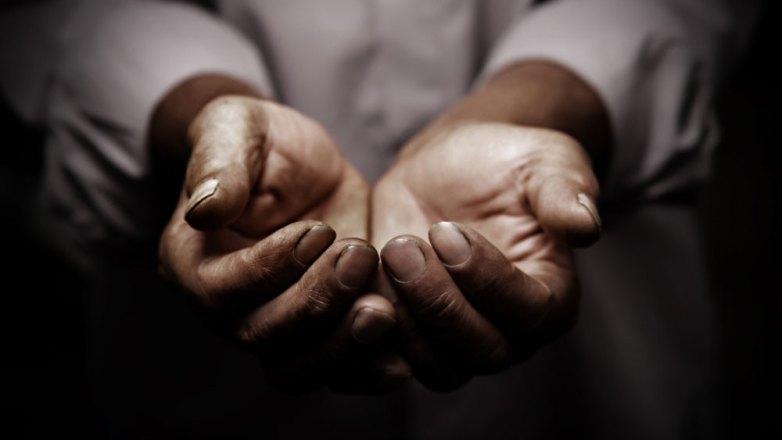 7 στους 10 Έλληνες θεωρούν ότι η Εκκλησία βοηθά τους φτωχούς και τους άπορους