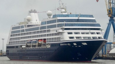 Photo of Azamara Pursuit arrives in Belfast, Irish Ferries' Dublin Swift gets ready to leave