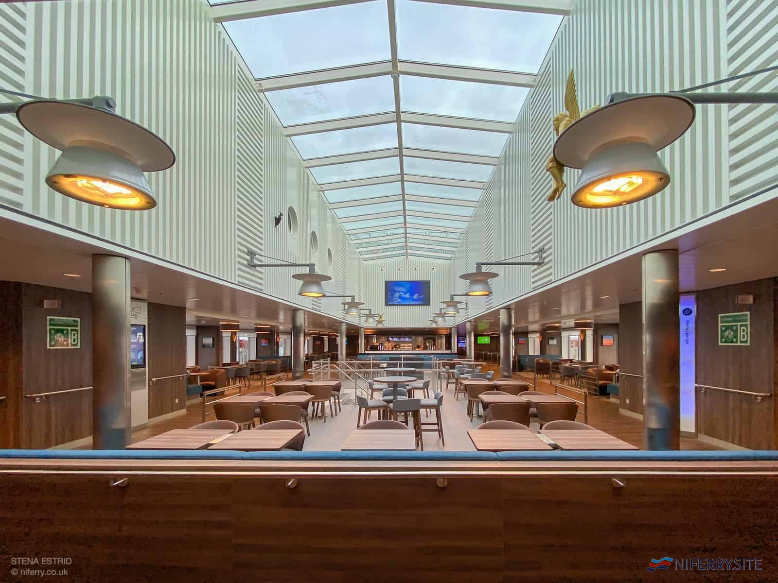 The large atrium dominates the Sky Bar which is located on Deck 8, midships. © NIferry.co.uk.