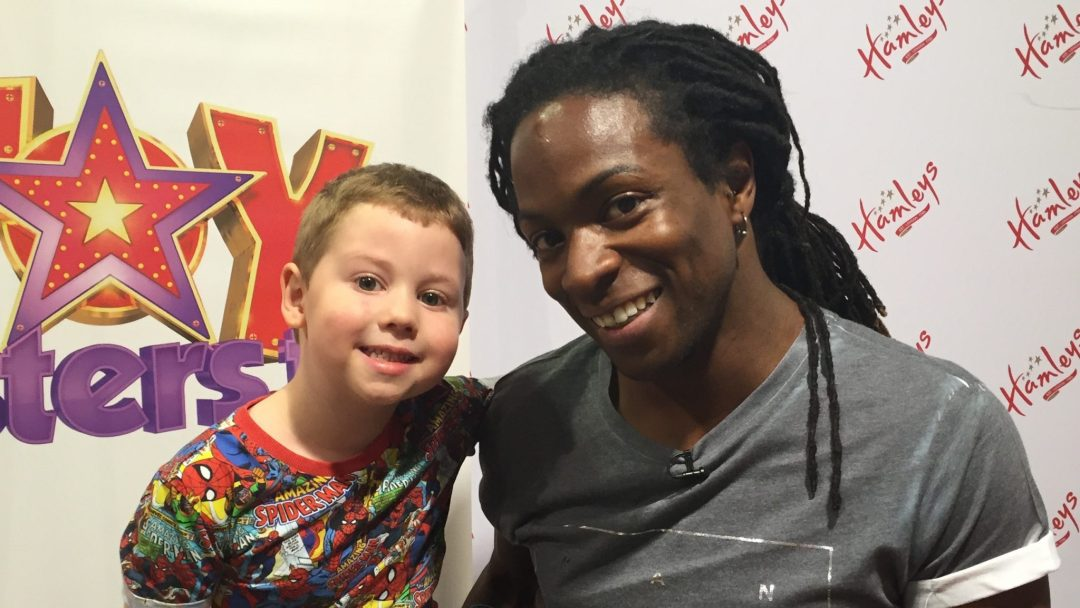 Nigel meets a fan on the Toytesters.tv Tour 2015