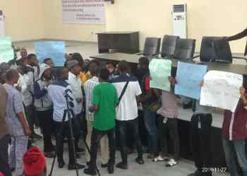 UNIPORT students invade ASUU meeting