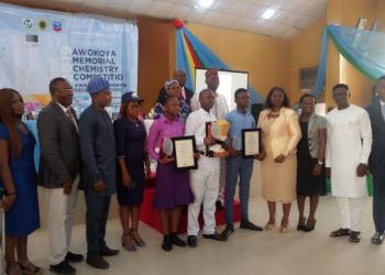The winners with Chevron Staff, CSN members and Mr and Mrs. Akpeti.