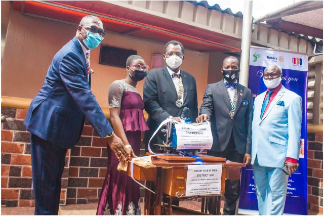 IPP, Rotarian OIumuyiwa  Fagbola,  Boluwatife Olanipekun  (Beneficiary), President, Rotarian Dotun Lampejo, Governor, Rotary International District 9110, Bola Oyebade and Service Project Director, Col. Jide Olayinka (rtd.) during the empowerment program of Rotary Club of Ikeja, District 9110  on Monday, July 13th,  2020 at Erith Apartment, Opebi , Lagos .