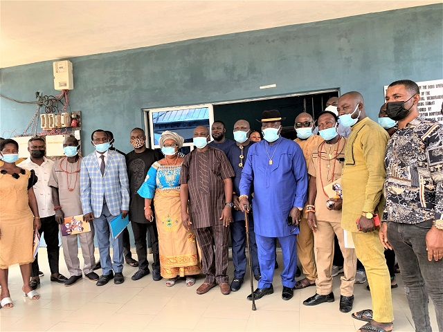 CNL Official,  officials of Bayelsa State Government, & Exco members of Dodo River Communities' Rural Development Association