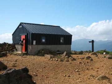 鉄山避難小屋の写真