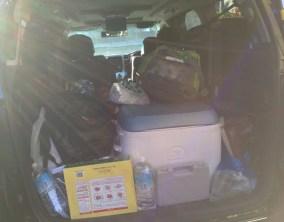 キャンプ道具を載せたクルマの荷室