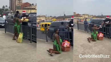 Photo of A Pregnant woman selling orange breaks down in tears of joy after a rich man bought all her goods, gave her huge cash to start a new business & a Christmas gift