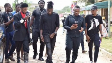 Photo of Stonebwoy's bodyguards & driver reportedly arrested in Kumasi for assaulting a driver
