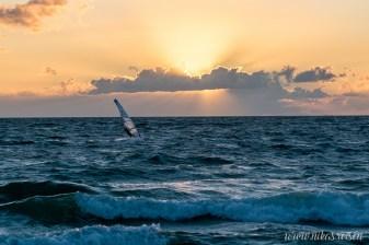 Windsurfer bei Sonnenuntergang