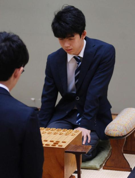高校生棋士として初戦に臨んだ藤井聡太六段(撮影・松浦隆司)