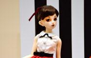 京都高島屋で受注販売された人形=共同