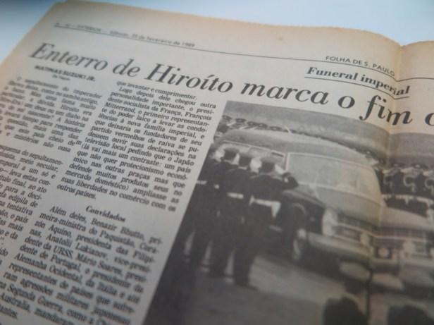 大葬の礼に参加するサルネイ大統領のことを報じるフォーリャ紙1989年2月25日付