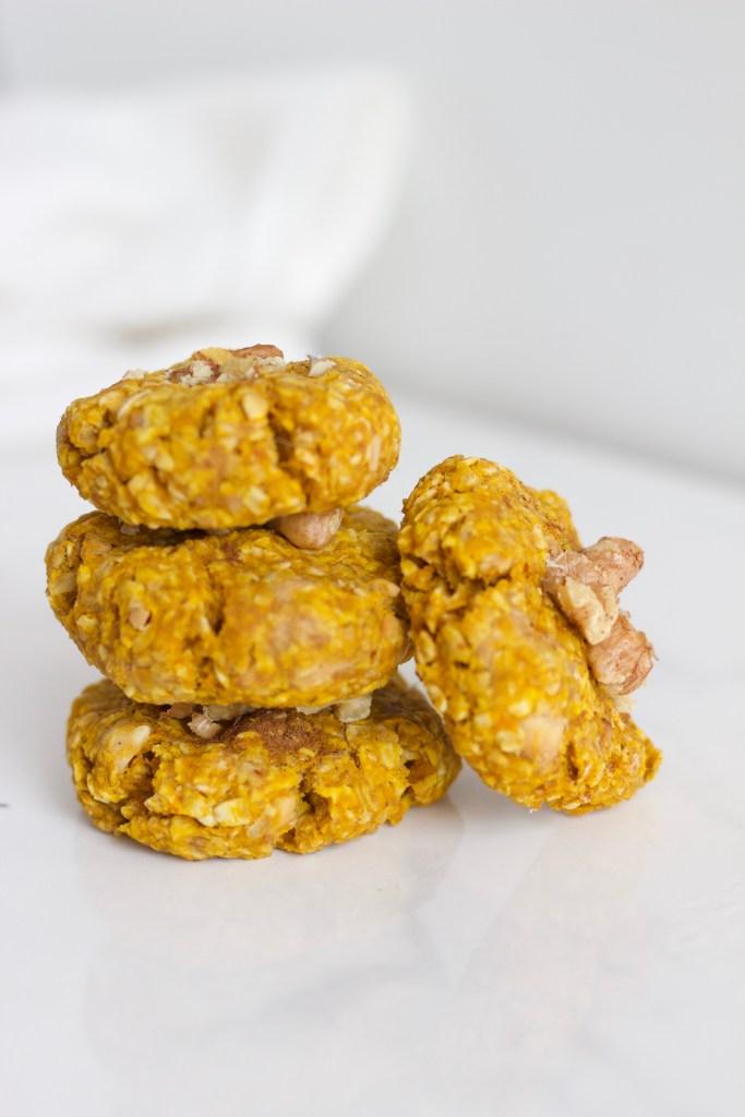 Healthy vegan and gluten free pumpkin spice oatmeal cookies - www.nikkisplate.com