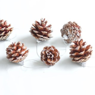 Best DIY Glittered Pinecones || Easy Christmas decor craft thats easy and looks great! Everyone will love! || Nikki's Plate