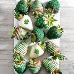 Green Chocolate Covered Strawberries || 16 St Patrick's Day Healthy Recipes || Nikki's Plate