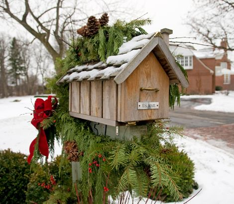 30 Christmas Mailbox Decoration Ideas; Here are some unique and festive ways to dress up your mailbox this Xmas. DIY and easy ways to bring holiday cheer to your mailman!
