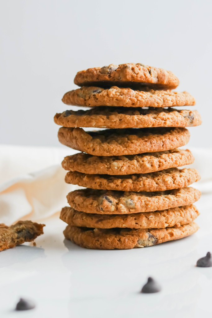 These oatmeal walnut cookies are gluten free yet extra soft. Adding an extra crunch to the traditional oatmeal cookie by adding in nutty texture of walnuts. And of course I couldn't leave out chocolate chips.