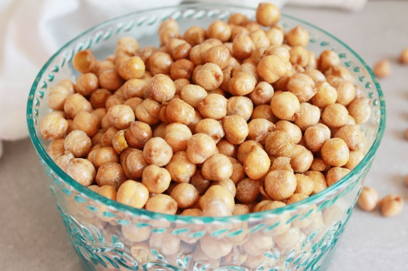 Healthy Super Bowl Appetizers (Vegan, Gluten Free, Sugar Free) || Salt and Vinegar Chickpeas #superbowl #appetizers #healthy #vegan #chickpeas || Nikki's Plate