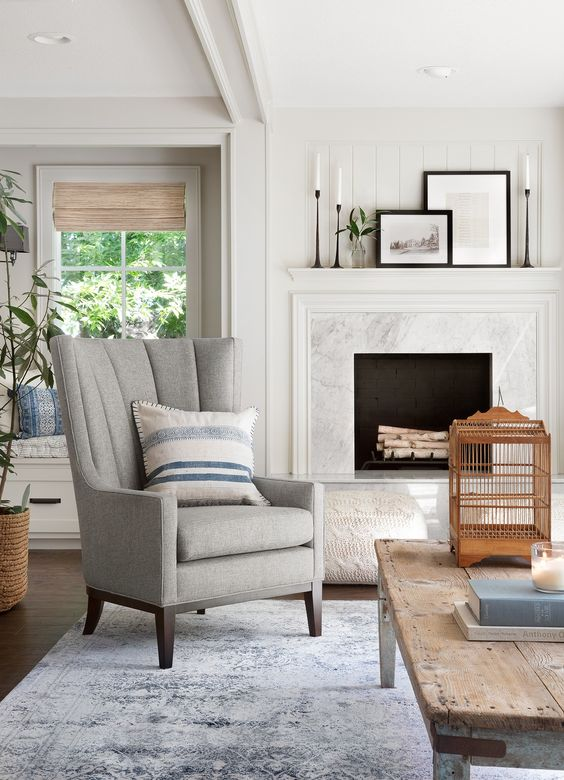 10 Best Living Rooms by Joanna Gaines – A round up post of the best living rooms by Joanna Gaines! HGTV's Fixer Upper designer. Country rustic and modern charm. Living Room Renovations.