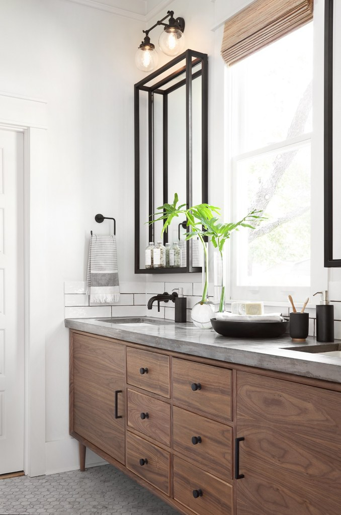 Best Bathrooms by Joanna Gaines; Fixer upper's top bathroom renovations by Joanna and chip Gaines! These rustic, country with hints of modern perfection bathrooms are everything #joannagaines #bathroom #bathrooms #renovations || Wood Vanity, Black mirror - Nikki's Plate