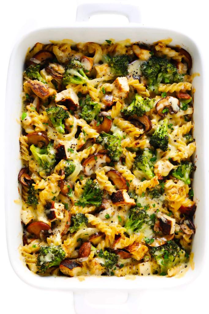 Healthy Make Ahead Freezer Meals for new moms and winter season prep! Crockpot, slow cooker and oven dinner ideas to freeze and pull out when ready to cook! Healthy Broccoli Chicken Casserole - #healthycasserole #broccolichickencasserole #freezermeals