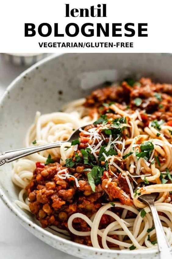 Healthy Make Ahead Freezer Meals for new moms and winter season prep! Crockpot, slow cooker and oven dinner ideas to freeze and pull out when ready to cook! Healthy lentil bolognese - #vegan #glutenfree #lentilbolognese #freezermeals