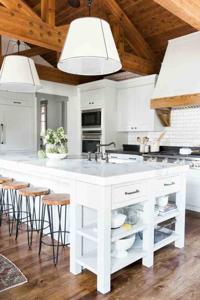 11 Best Kitchens by Studio McGee; A round up post of the best kitchens by Studio McGee! Blogger, and interior designer who knows how to renovate! Modern charm. White Kitchen design and renovations.