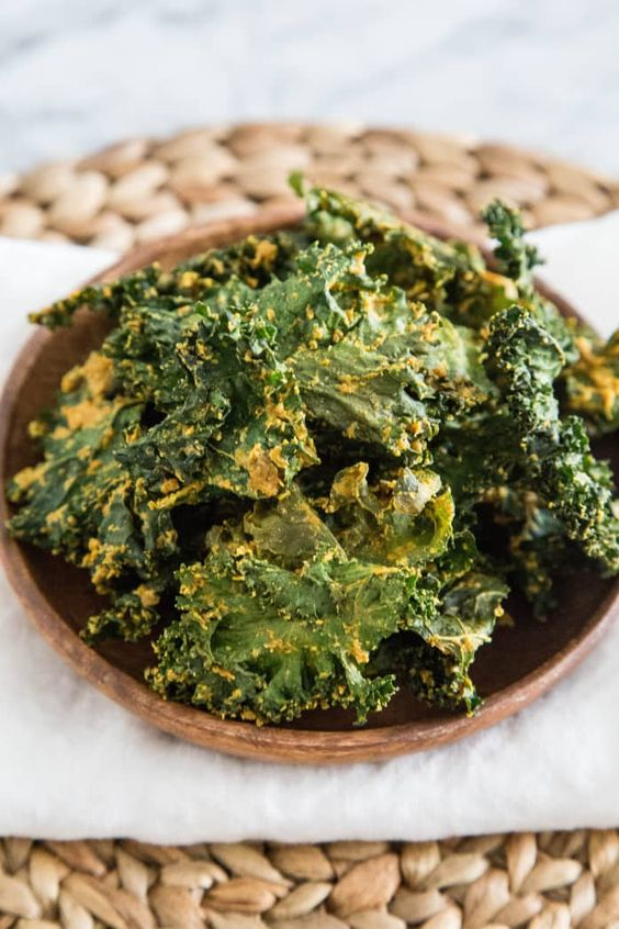 Snacks that Really Healthy People Eat; kale chips