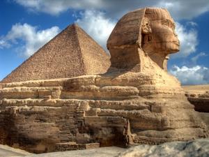 Der Sphinx ist ein Löwe mit Menschenkopf. Er bewacht die Pyramiden. Foto: www.nikkiundmichi.de