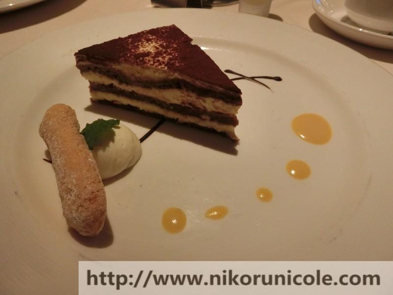 所有餐点结束后,来到了甜点,今晚的甜点是Tiramisu~ 提拉米苏蛋糕,我既然吃了三盘啊~ 说实话,他们这Tiramisu蛋糕真的非常好吃,到口中就融化还甜甜爽口,回味无穷。