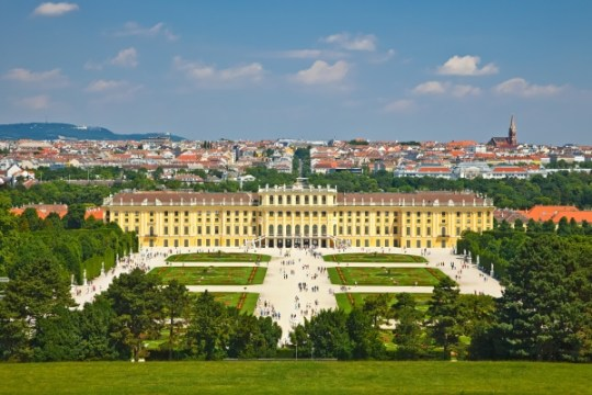 Explore-the-Schonbrunn-Palace-in-Vienna