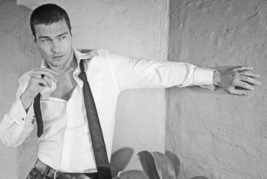 andy-andy-whitfield-17552169-639-426