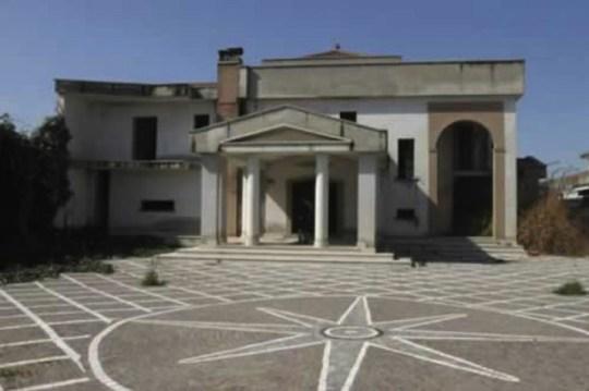 camorra-mafia-uffizi-nella-casa-del-boss-egidio-coppola-orig_main