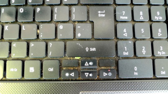 dirty-laptop-keyboard