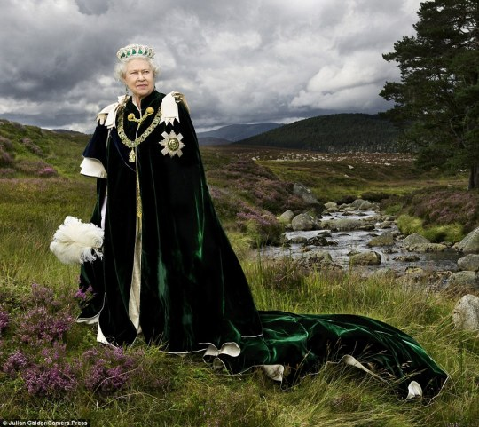 2b75596200000578-3202053-this_photograph_titled_queen_of_scots_features_her_majesty_amid_-a-7_1439914121084