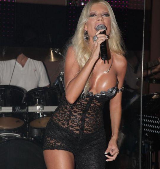 τραγουδίστρια