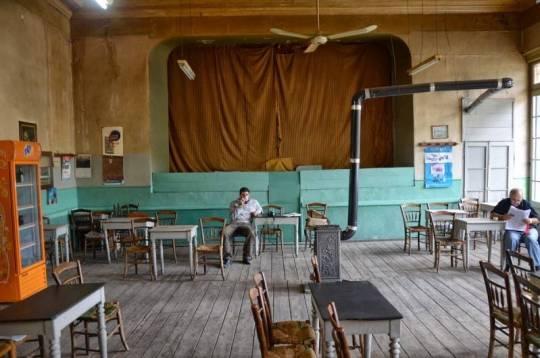 καφενείο Πανελλήνιον, Αμφισσα, ΠΑΡΑΔΟΣΙΑΚΑ ΚΑΦΕΝΕΙΑ