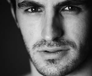 Eoin Macken, Έοϊν Μέϊκεν, ηθοποιός, σκηνοθέτης, nikosonline.gr