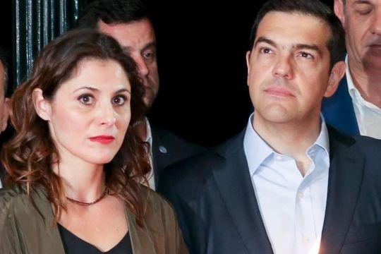 BETTY BAZIANA, ΜΠΕΤΥ ΜΠΑΖΙΑΝΑ, ΑΛΕΞΗΣ ΤΣΙΠΡΑΣ, ΣΥΡΙΖΑ, ΠΟΛΙΤΙΚΗ, POLITICS, SOCIAL MEDIA, nikosonline.gr